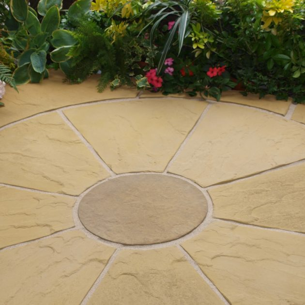 Antique Buff Paving Circle & Sq Off Kit 1.8m²-0