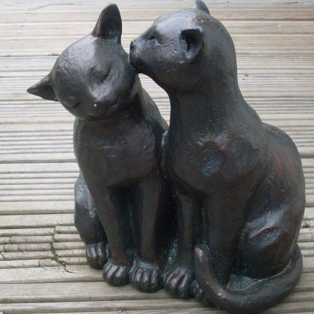 cats preening statue