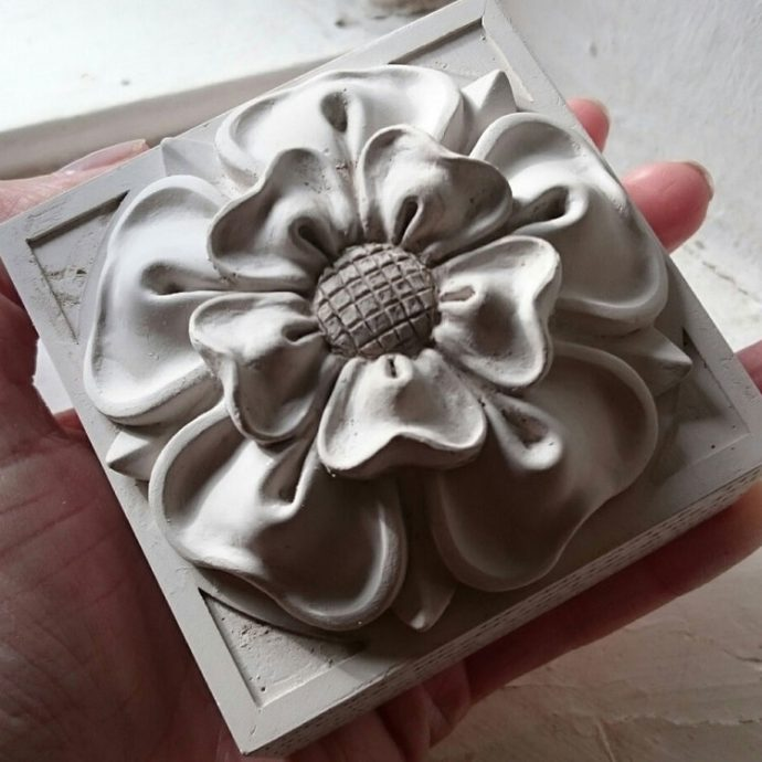 Tudor Rose Paperweight-8560